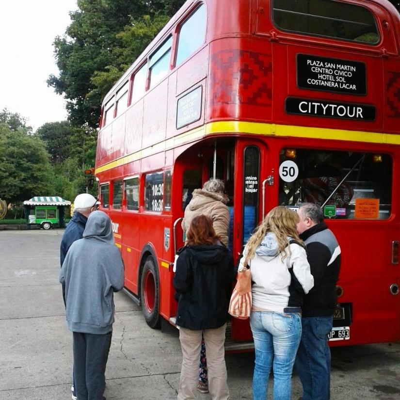 In Plaza San Martín, San Martin de los Andes, Neuquén, Argentina you can Redbus Citytour San Martín de los Andes with LATITUR