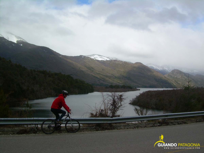 In Lago Guillelmo, Río Negro, Argentina you can Vuelta al Guillelmo en Bicicleta / MTB with LATITUR