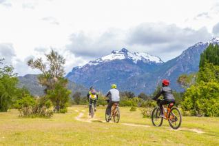 With LATITUR on Río Manso, Río Negro, Argentina you can make Pasarela Río Manso en Bicicleta / MTB