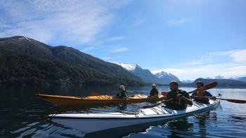 With LATITUR on Lago Moreno, Río Negro, Argentina you can make Kayak de Travesia Lago Moreno Oeste - Morenito