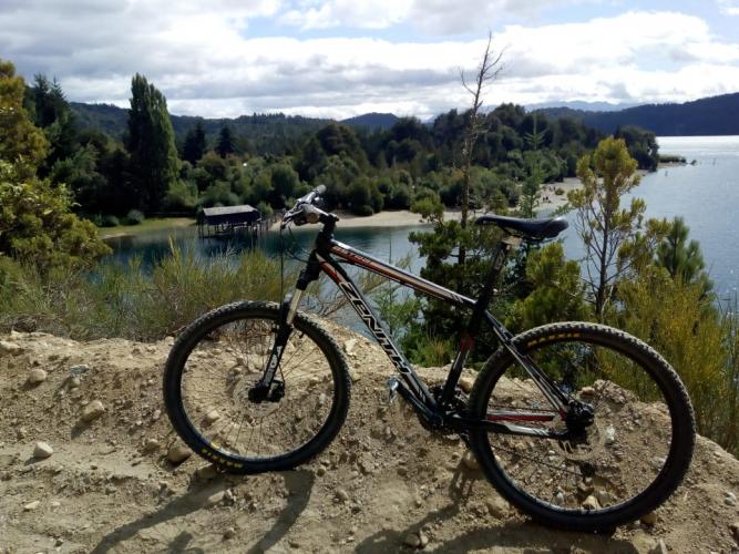 In Cto Chico, Río Negro, Argentina you can Bicicleta por el Circuito Chico de Bariloche with LATITUR