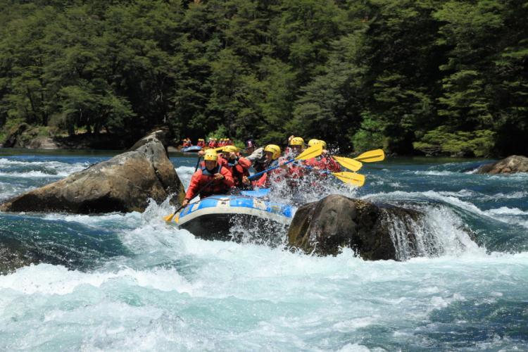 In Río Manso, San Carlos de Bariloche, Río Negro, Argentina you can Rafting a la Frontera en Río Manso with LATITUR