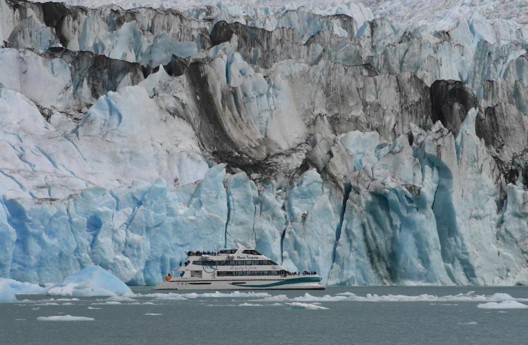 In Glaciar Perito Moreno, Santa Cruz, Argentina you can Navegación de 1 hora en el Glaciar Perito Moreno with LATITUR
