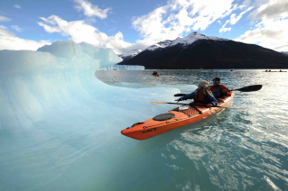 With LATITUR on Glaciar Perito Moreno, Santa Cruz, Argentina you can make Perito Moreno Kayak Experience - Full Day