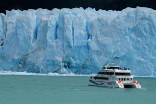 With LATITUR on Glaciar Perito Moreno, Santa Cruz, Argentina you can make Excursión al Glaciar Perito Moreno con navegación