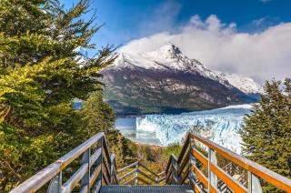 With LATITUR on Glaciar Perito Moreno, Santa Cruz, Argentina you can make Excursión Privada al Glaciar Perito Moreno
