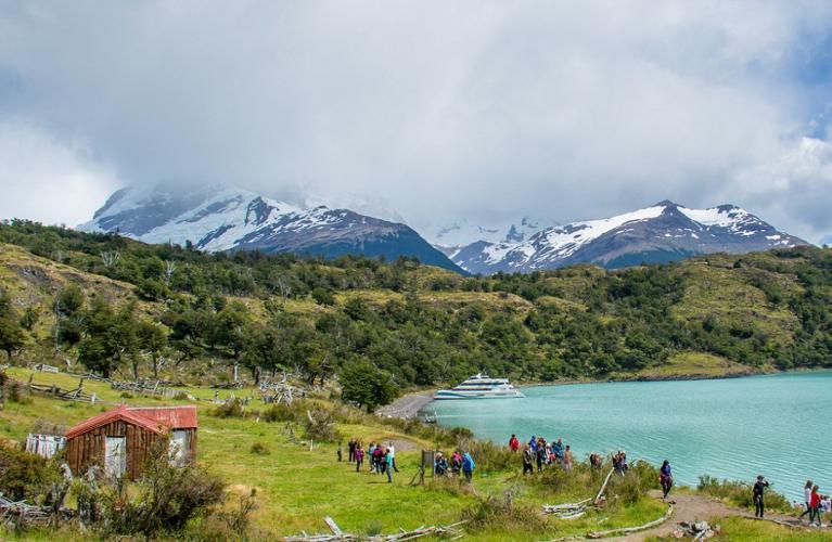 In Glaciar Perito Moreno, Santa Cruz, Argentina you can Glaciares Gourmet Premium with LATITUR