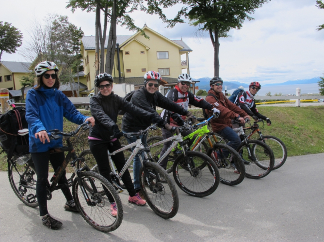 In Ushuaia, Tierra del Fuego, Argentina you can Glaciar Martial al extremo en bicicleta with LATITUR