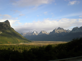 With LATITUR on Lago Escondido, Tierra del Fuego, Argentina you can make HACIA LOS LAGOS ESCONDIDO Y FAGNANO