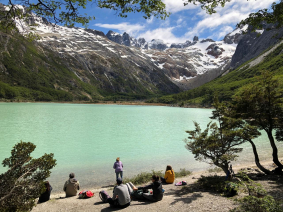 With LATITUR on Laguna Esmeralda, Tierra del Fuego, Argentina you can make TREKKING A LA LAGUNA ESMERALDA