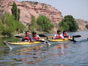 With LATITUR on Neuquén you can make Kayak y Rappel en la margen sur del Río Negro