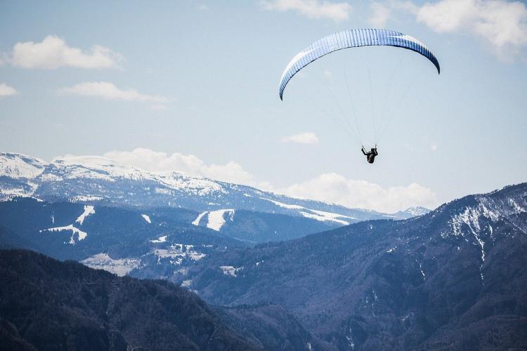 In Cerro Arco Mendoza, Mendoza, Argentina you can Parapente desde el Cerro Arco with LATITUR