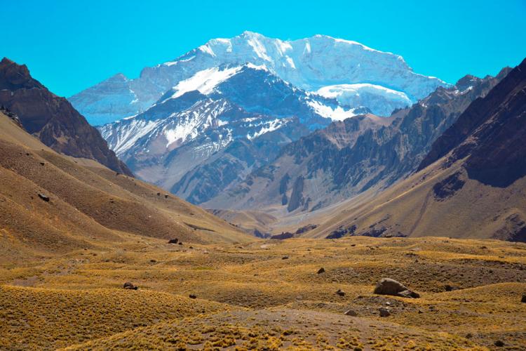 In Puente del Inca, Mendoza, Argentina you can Excursión de alta montaña por los Andes de Mendoza with LATITUR