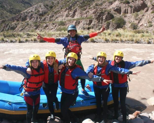 In Blanco Encalada, Mendoza, Argentina you can Rafting Nivel Inicial - Cacheuta en Río Mendoza with LATITUR