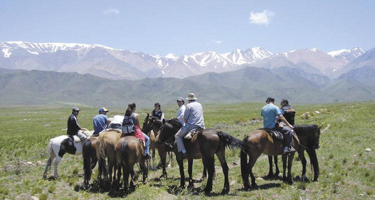 In Cacheuta, Mendoza, Argentina you can Cabalgata en Cacheuta de 1 hora with LATITUR