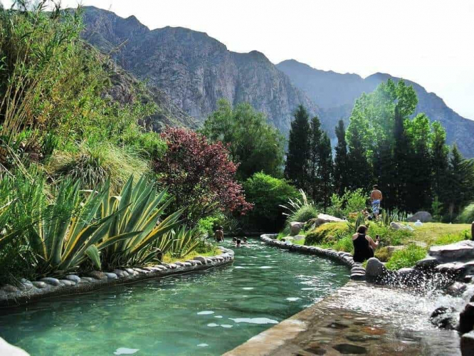 In Cacheuta, Mendoza, Argentina you can Rapel en Roca + Tirolesa + Termas en Cacheuta with LATITUR