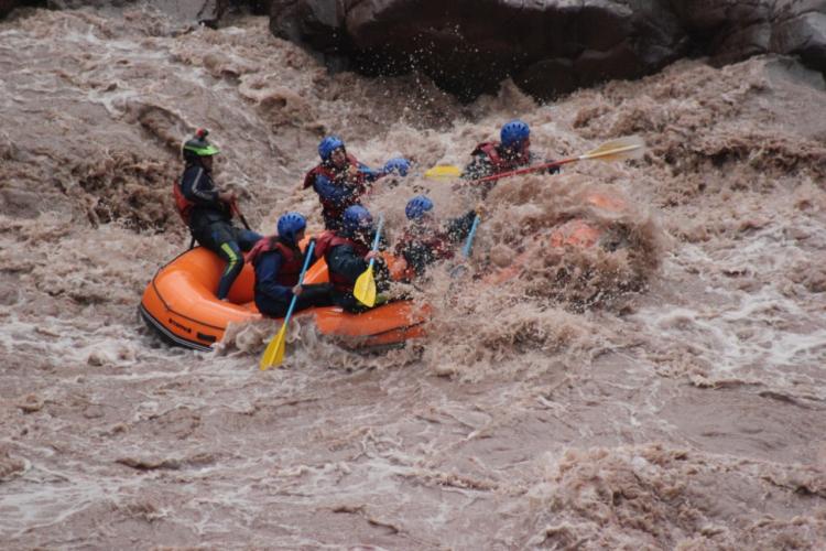 In Potrerillos, Mendoza, Argentina you can Rafting Potrerillos y Trekking con Rapel with LATITUR