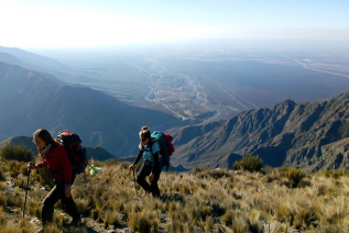 With LATITUR on Cacheuta, Mendoza, Argentina you can make Trekking con Rappel en Cacheuta