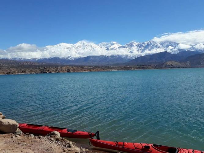 In Potrerillos, Mendoza, Argentina you can Kayak Touring en Dique Potrerillos with LATITUR
