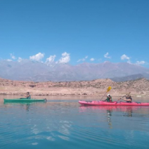 With LATITUR on Potrerillos, Mendoza, Argentina you can make Kayak Touring en Dique Potrerillos
