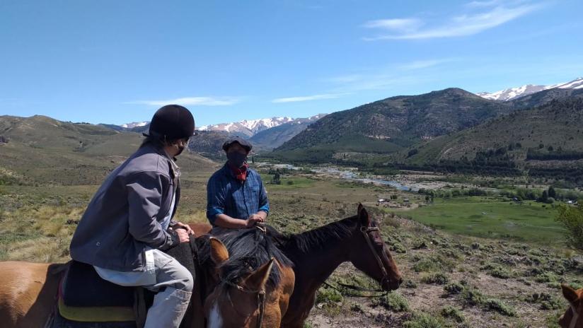 In Ñirihuau, Río Negro, Argentina you can Cabalgata Familia Mapuche: 2 días con refugio with LATITUR