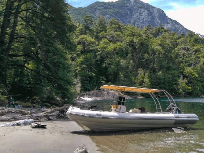 In Lago Nahuel Huapi, Argentina you can Salida de pesca de día completo with LATITUR