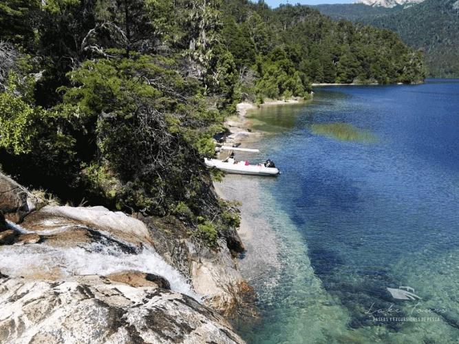In Millaqueo Luxury Villa, San Carlos de Bariloche, Río Negro, Argentina you can Lancha Millaqueo e Islas de los restos fósiles with LATITUR