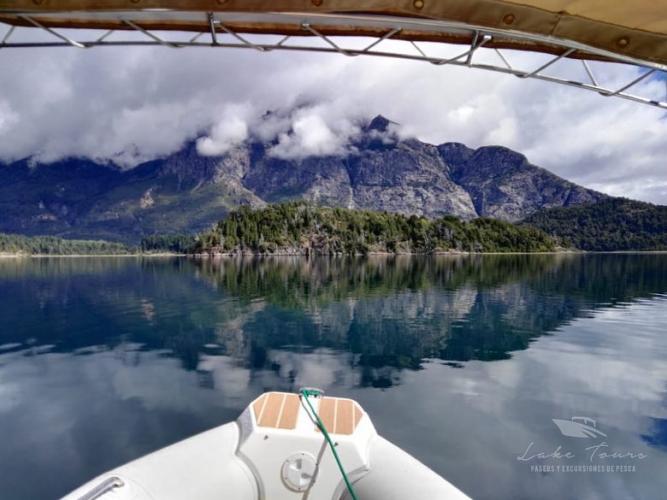 In Lago Moreno, Río Negro, Argentina you can Pase en lancha Lago Moreno with LATITUR
