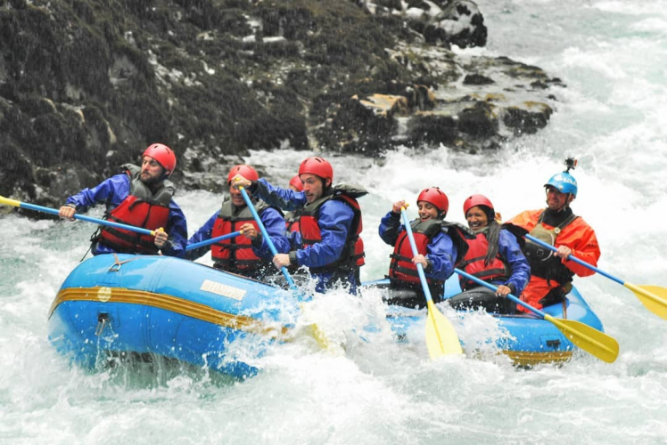 In Camping Cohuin-Co, San Carlos de Bariloche, Río Negro, Argentina you can Rafting en Río Manso Inferior-Villegas with LATITUR