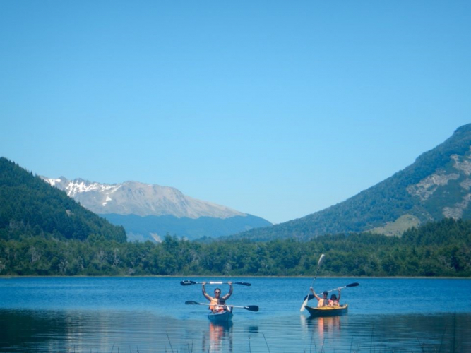 In Lago Machónico, Neuquén, Argentina you can Kayak en el Lago Machónico with LATITUR
