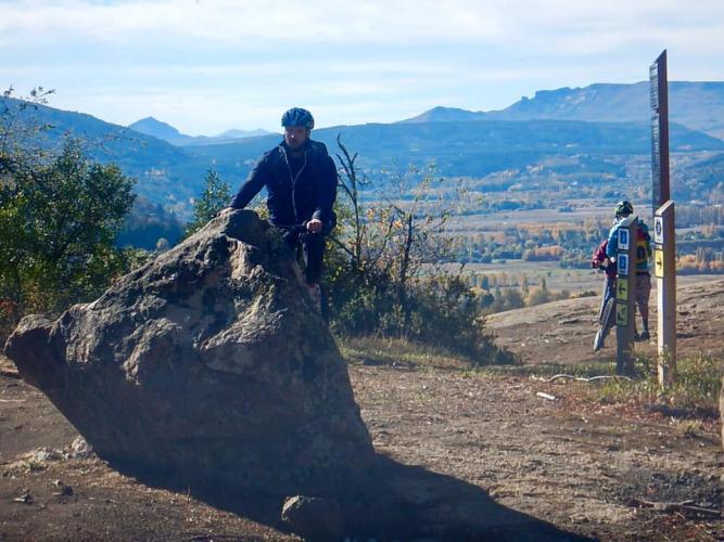 In 7 km de por ruta 62, San Martin de los Andes, Neuquén, Argentina you can Bicicleta MTB por Laguna Rosales, Bandurrias y más with LATITUR