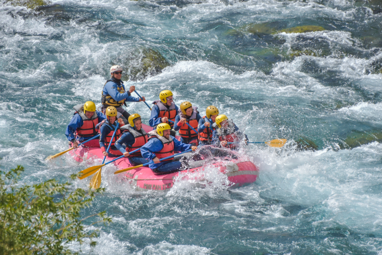 In Río Chimehuin, Neuquén, Argentina you can Rafting  San Martin de los Andes Rio Chimehuin with LATITUR