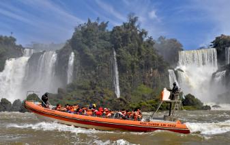 With LATITUR on Cataratas del Iguazú, Misiones, Argentina you can make Gran Aventura y Excursión Cataratas Argentina