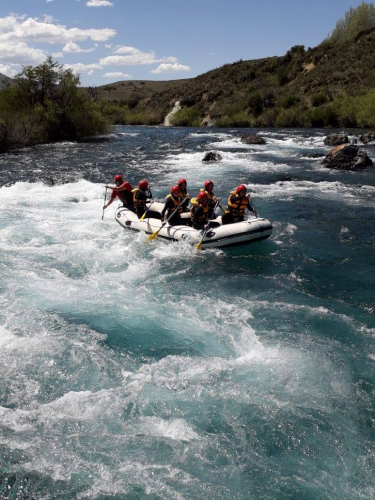In Río Chimehuin, Neuquén, Argentina you can Rafting en el río Chimehuin with LATITUR