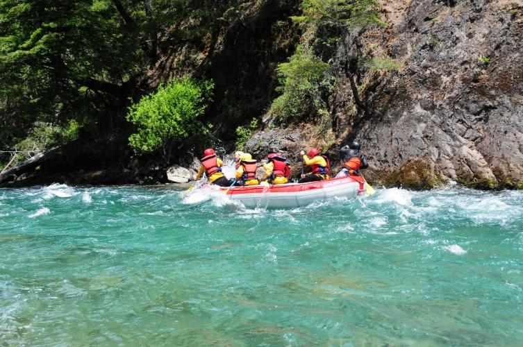In Confluencia Río Villegas, Río Manso y, R8430 San Carlos de Bariloche, Río Negro, Argentina you can Rafting Familiar Cohuin-Co Rio Manso con traslado with LATITUR