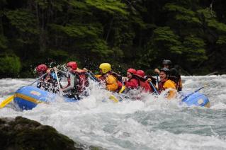 With LATITUR on San Carlos de Bariloche you can make Rafting Familiar Cohuin-Co Rio Manso sin traslado