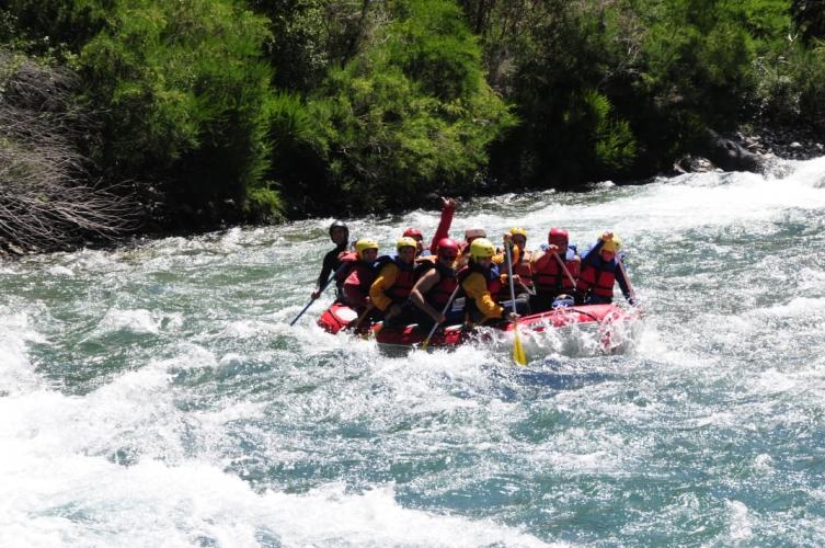 In Confluencia Río Villegas, Río Manso y, R8430 San Carlos de Bariloche, Río Negro, Argentina you can Rafting Familiar Cohuin-Co Rio Manso sin traslado with LATITUR