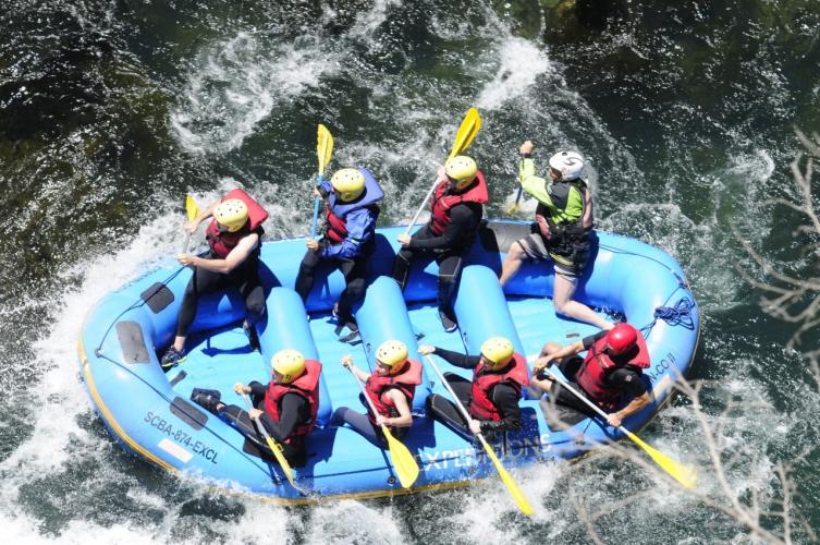 In Confluencia Río Villegas, Río Manso y, R8430 San Carlos de Bariloche, Río Negro, Argentina you can Rafting Frontera al Límite en río Manso Bariloche with LATITUR