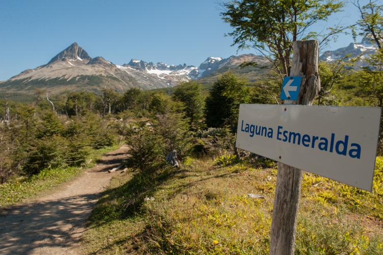 In Ushuaia, Tierra del Fuego, Argentina you can TREKKING LAGUNA ESMERALDA with LATITUR