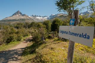With LATITUR on Ushuaia you can make TREKKING LAGUNA ESMERALDA