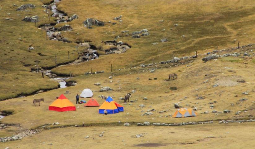 In Huayhuash 10530, Perú you can TREKKING HUAYHUASH with LATITUR