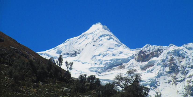 In Tocllaraju, 02120, Perú you can NEVADO TOCLLARAJU, LA MONTAÑA QUE ATRAPA with LATITUR