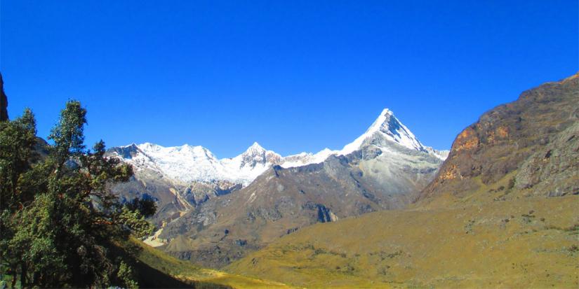 In Artesonraju, 02174, Perú you can NEVADO ARTESONRAJU, PARAMOUNT PICTURE with LATITUR