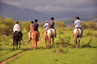 With LATITUR on San Lorenzo you can make Cabalgata a Las Lomas en Salta de 2 horas